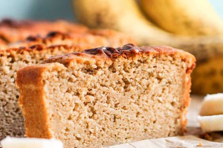 Κέικ πρωτεΐνης με βρώμη και λιναρόσπορο χωρίς βούτυρο και ζάχαρη