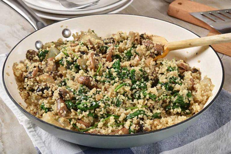Κινόα με σπανάκι μανιτάρια και λευκή τρούφα